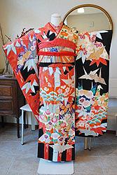 折り鶴に竹林季節の花の図縮緬振袖