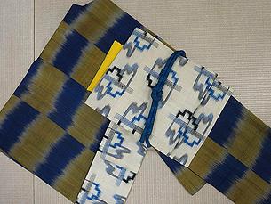 青と鶯色の市松紬、白地銘仙帯
