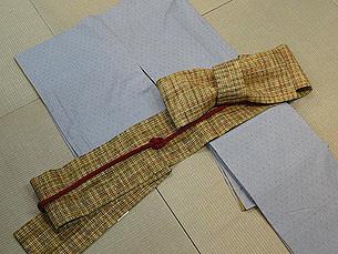 水色地十字絣紬に半幅帯(浦野理一作)