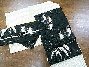 生成りに青丹色の格子紬に雪中雀名古屋帯