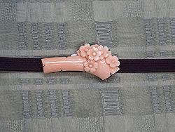 格子織り帯に桜の帯留