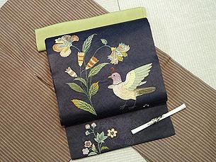 芝翫茶の縞結城紬に更紗に極楽鳥刺繍名古屋帯