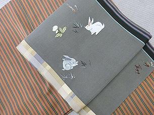 春の野原とうさぎの刺繍帯
