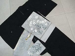 虫たちの刺繍明石縮に萩に桔梗刺繍絽名古屋帯