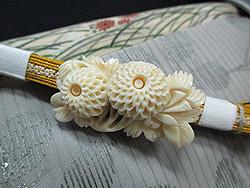萩に桔梗刺繍絽名古屋帯に象牙菊帯留