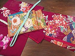 菊と芍薬三つ紋訪問着に秋の花尽くし刺繍袋帯