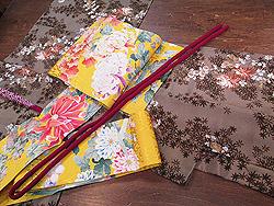 小菊と椿の花々模様散歩着に黄色菊刺繍名古屋帯