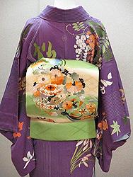四季の花々訪問着に貝桶に花紋刺繍帯