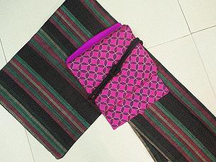 縦縞と蚊絣の本場結城紬にインド・カンタ名古屋帯