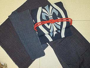 縞結城切継袷に熨斗目文筒描き帯