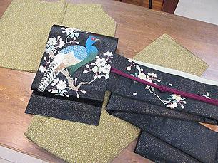 縮緬地たたき染小紋と黒地に桜と雉の刺繍名古屋帯