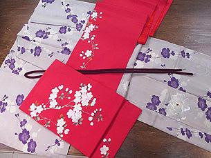 満開の桜と芍薬のお散歩着と赤地桜の刺繍開き名古屋帯