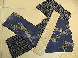 ブルー地笹柄の越後上布とねじれ竹模様小千谷縮に対馬麻半幅帯