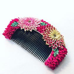 愛らしいつまみ細工の髪飾り