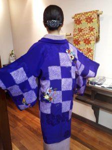 紫地に市松絞り橘と牡丹刺繍の羽織
