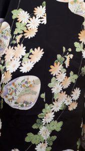 黒地に菊と貝合わせの小紋羽織(アップ)