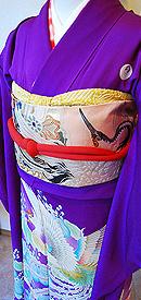 鳳凰に芍薬の図紫地振袖