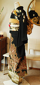 松の図黒振袖