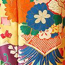 四季の花々に箔散らしの図振袖
