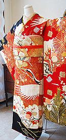 鶴に梅松の図黒振袖
