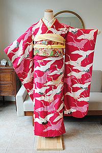 紅赤色飛翔鶴錦紗縮緬振袖