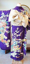 紫地花車に花籠文様刺繍振袖