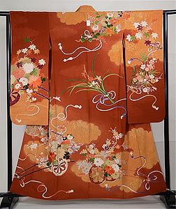 雲取り疋田に四季の花車文様刺繍振袖