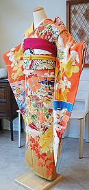 菊に桐文様檜扇刺繍振袖
