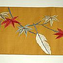 紅葉に白鷹の図刺繍名古屋帯 前中心