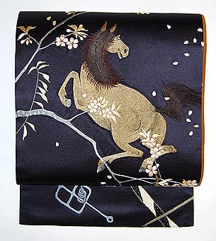 春駒の図刺繍名古屋帯