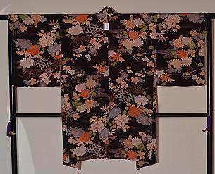 黒地春秋花紋の羽織
