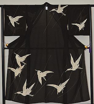 黒地飛翔鷺の図訪問着