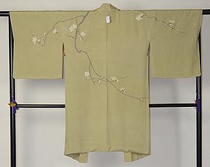 梅の刺繍鶸色羽織