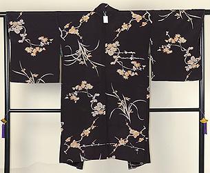 黒地に梅、菊の羽織