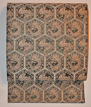 亀甲紋に雙龍の名古屋帯