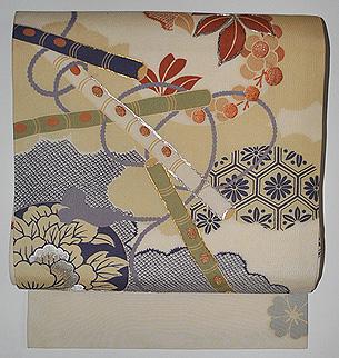 春の花に篳篥の図名古屋帯