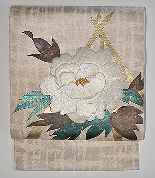 牡丹の図刺繍開き名古屋帯