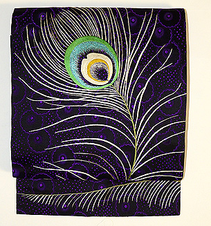 羽根の刺繍丸帯