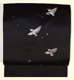 黒繻子に雀の刺繍名古屋帯