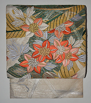 芭蕉と鉄線連刺繍丸帯