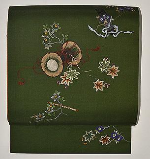 春秋の花に和楽器刺繍開き名古屋帯