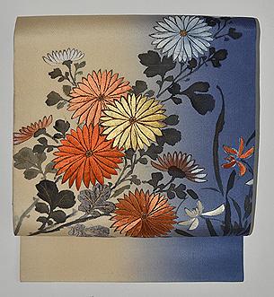 ぼかし地に菊の刺繍名古屋帯