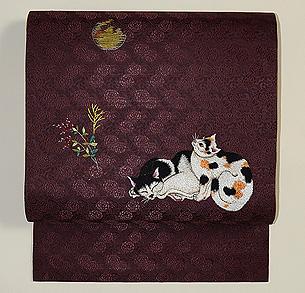 月に猫の刺繍開き名古屋帯