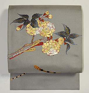 八重桜と春植物の図名古屋帯
