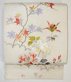 紅葉と牡丹刺繍名古屋帯