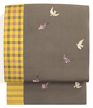 雀の刺繍と黄八丈の帯