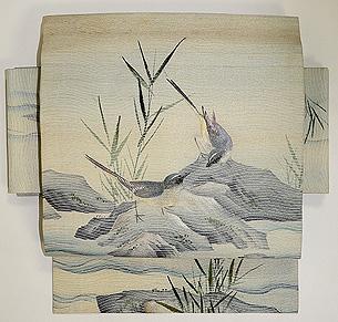 岩場に鶺鴒(せきれい)刺繍名古屋帯