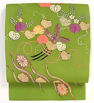 草色縮緬地菊、藤、葵祝い結び刺繍名古屋帯