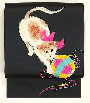リボン首輪の子猫と毬刺繍名古屋帯