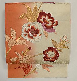 臙脂ぼかし牡丹の図刺繍名古屋帯